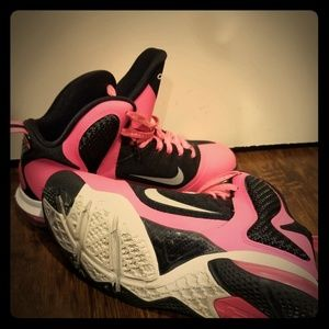 Shoes - Girls Lebron's